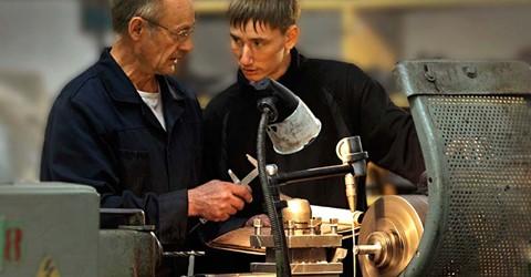 Добровольцы-наставники на производстве: лучшие практики и новые вызовы